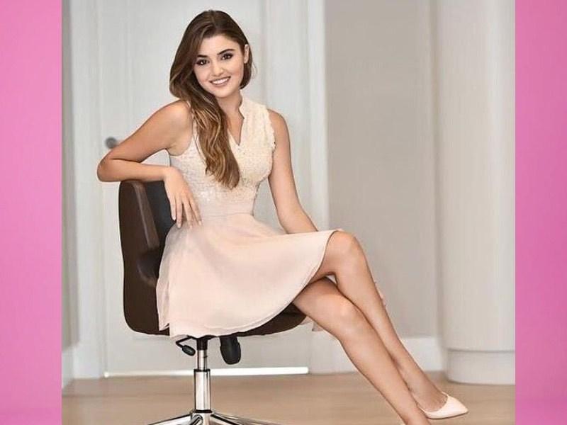 Hande Erçel Bio, Height, Weight, Age, Family, Boyfriend And Facts - Hande Erçel5