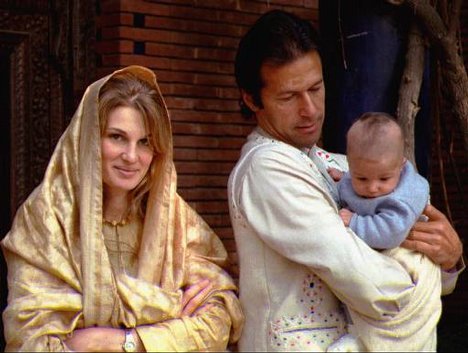 Imran Khan With Family 1
